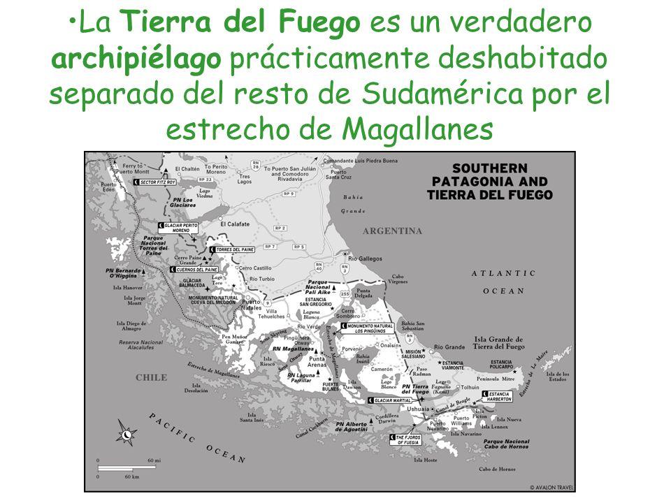 La Tierra del Fuego es un verdadero archipiélago prácticamente deshabitado separado del resto de Sudamérica por el estrecho de Magallanes