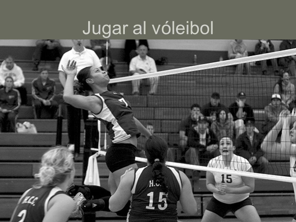 Jugar al vóleibol