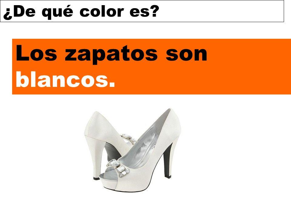 Los zapatos son blancos.