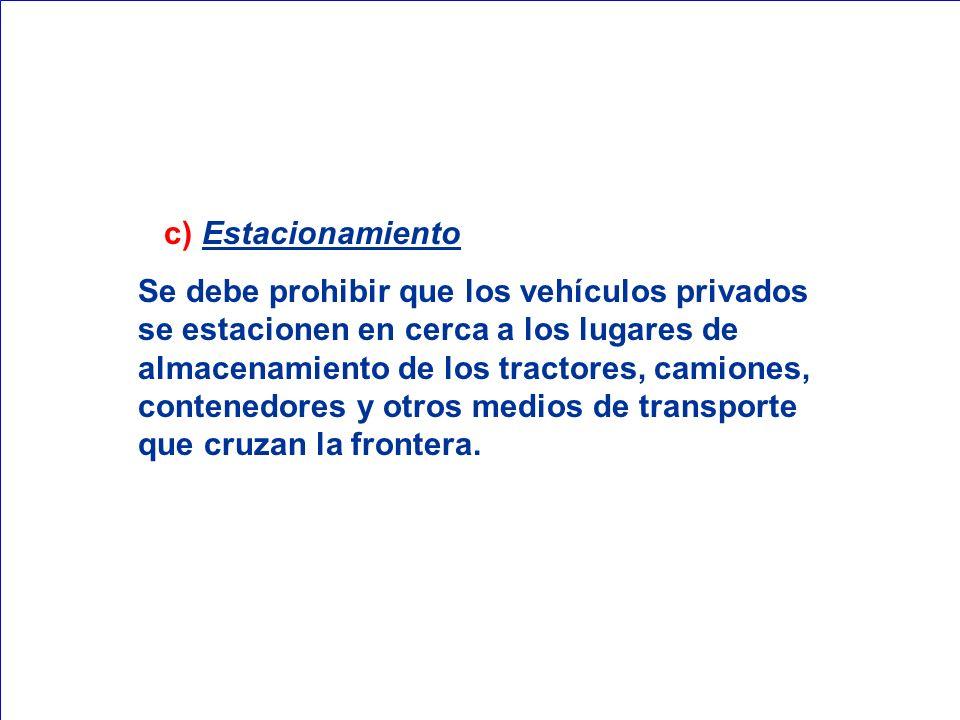 c) Estacionamiento