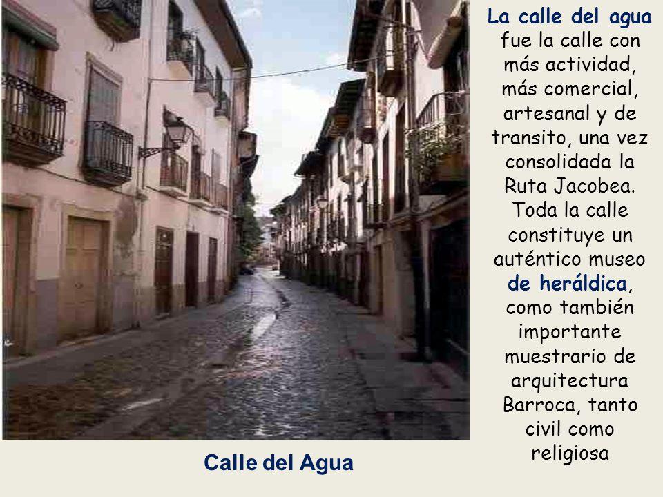 La calle del agua fue la calle con más actividad, más comercial, artesanal y de transito, una vez consolidada la Ruta Jacobea.