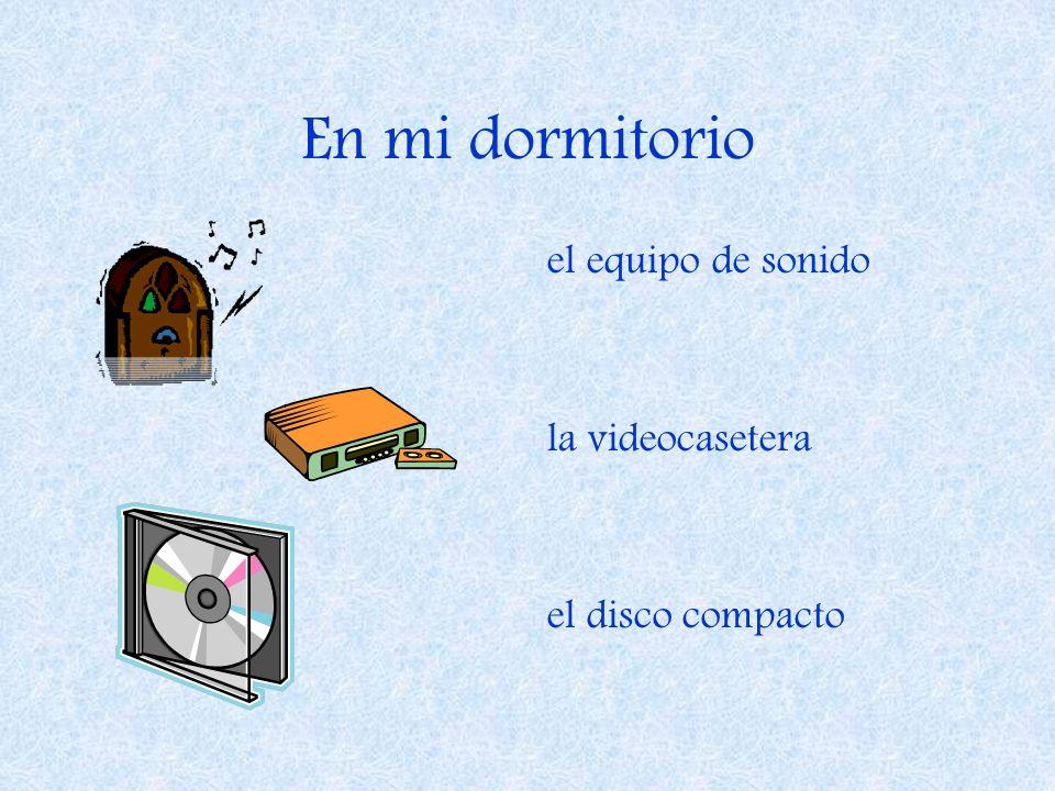 En mi dormitorio el equipo de sonido la videocasetera