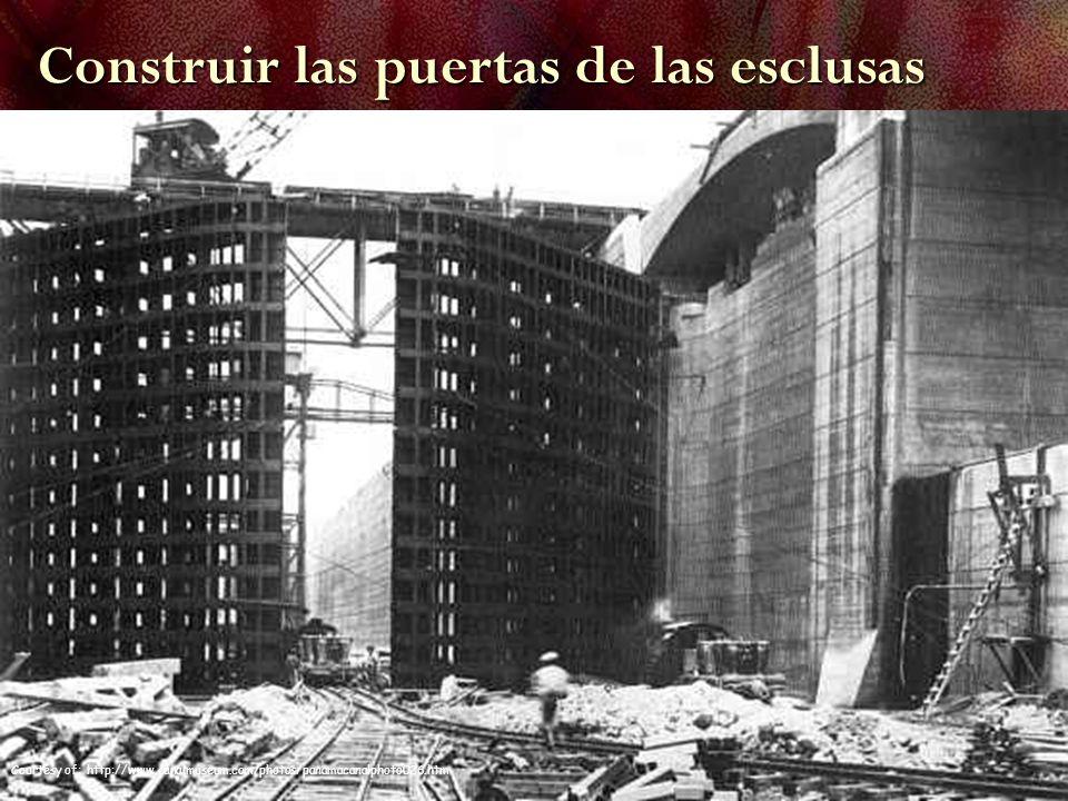 Construir las puertas de las esclusas