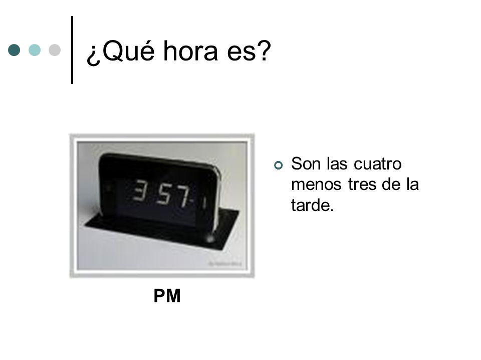 ¿Qué hora es Son las cuatro menos tres de la tarde. PM