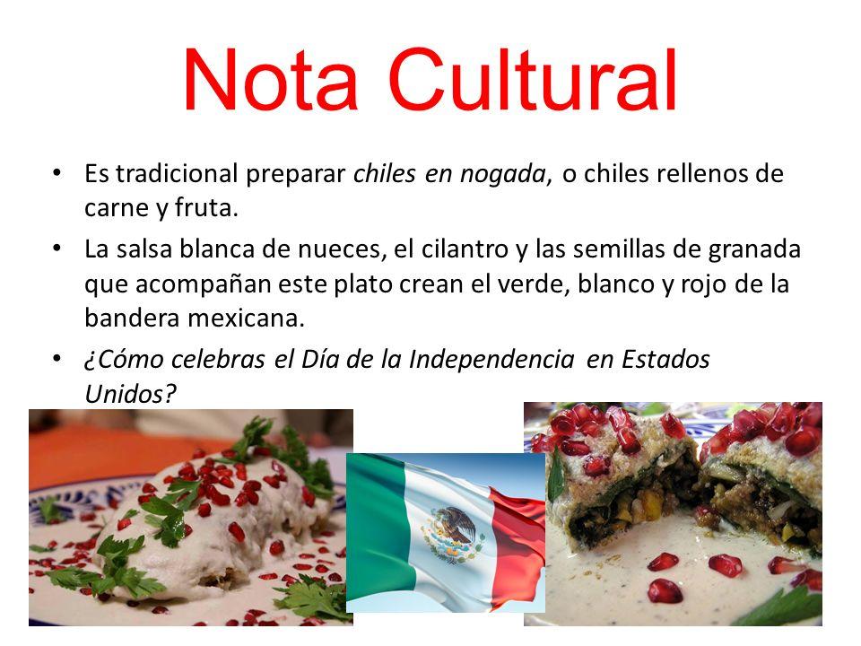 Nota CulturalEs tradicional preparar chiles en nogada, o chiles rellenos de carne y fruta.