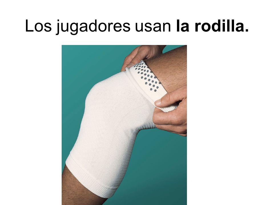 Los jugadores usan la rodilla.