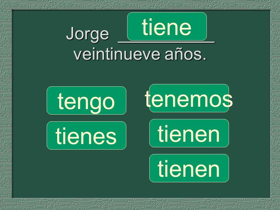 Jorge __________ veintinueve años.