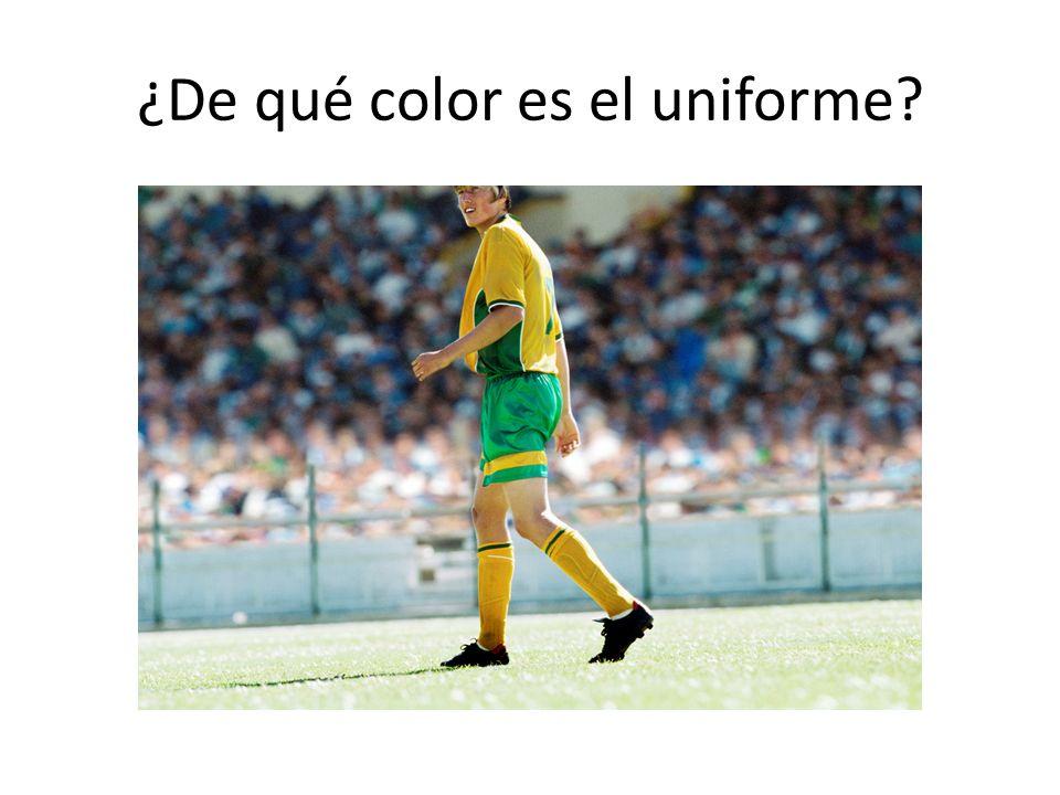 ¿De qué color es el uniforme