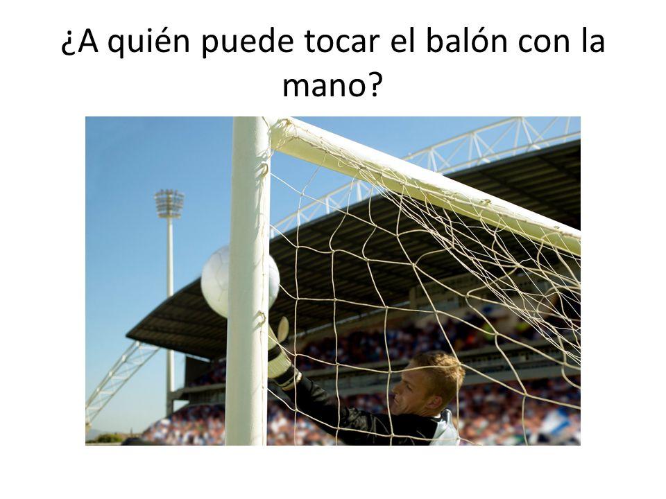 ¿A quién puede tocar el balón con la mano