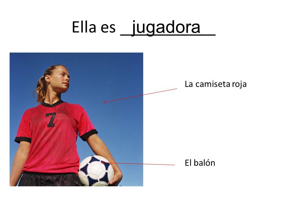 Ella es ___________ jugadora La camiseta roja El balón