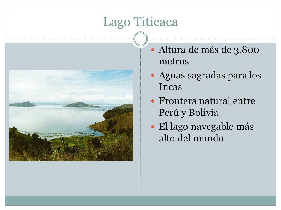Lago Titicaca Altura de más de 3.800 metros
