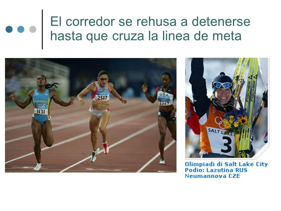El corredor se rehusa a detenerse hasta que cruza la linea de meta
