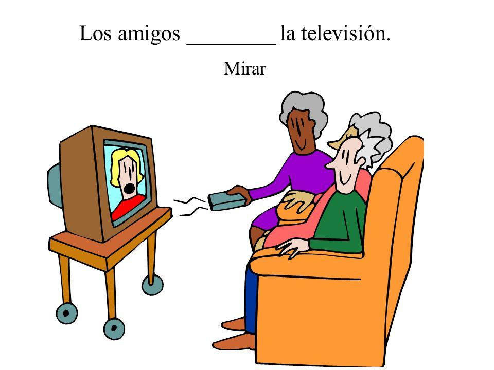 Los amigos ________ la televisión.