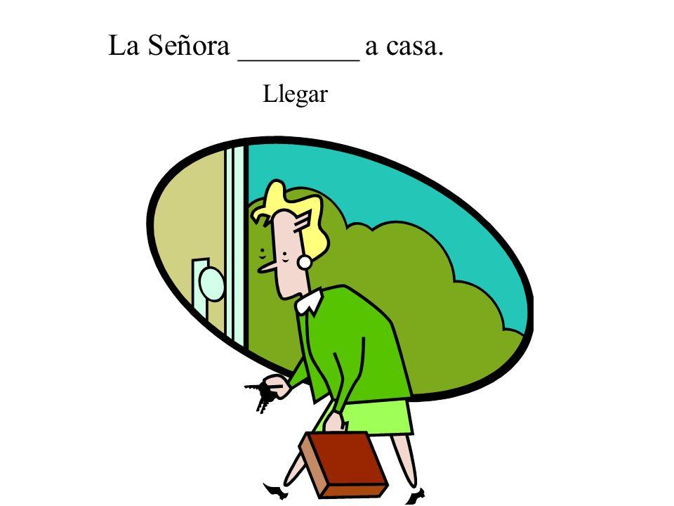 La Señora ________ a casa.
