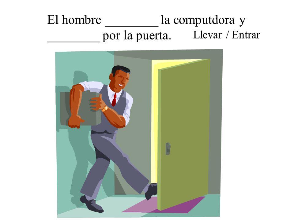 El hombre ________ la computdora y ________ por la puerta.
