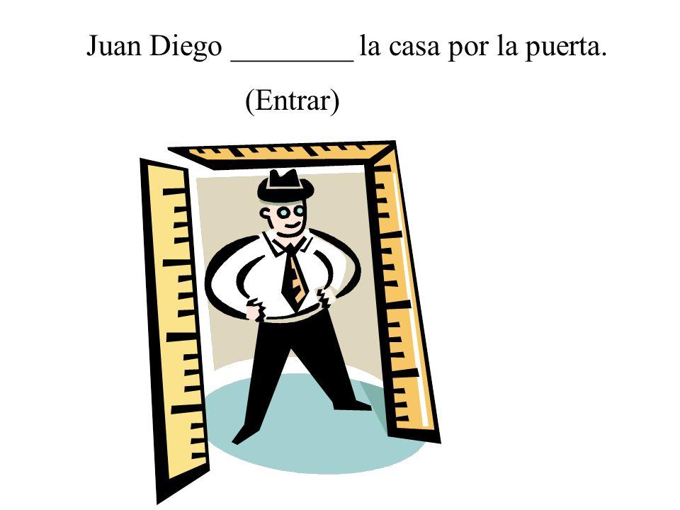 Juan Diego ________ la casa por la puerta.