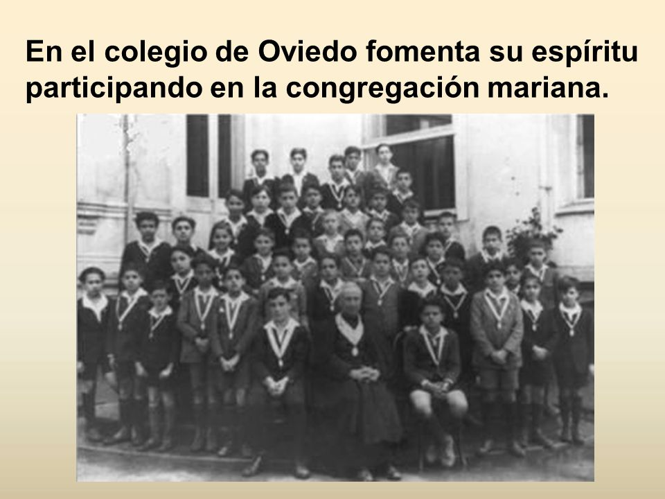 En el colegio de Oviedo fomenta su espíritu participando en la congregación mariana.