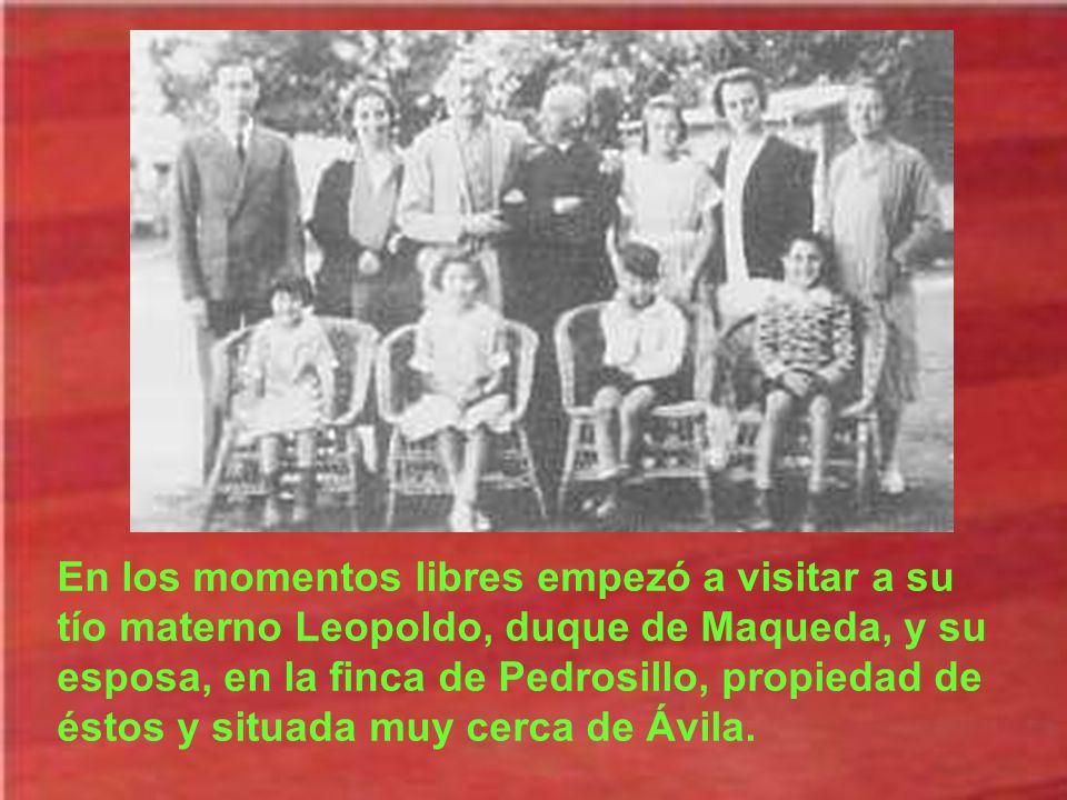 En los momentos libres empezó a visitar a su tío materno Leopoldo, duque de Maqueda, y su esposa, en la finca de Pedrosillo, propiedad de éstos y situada muy cerca de Ávila.
