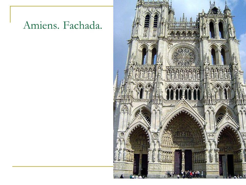 Amiens. Fachada. Gótico