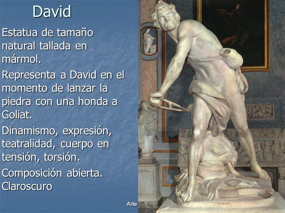 David Estatua de tamaño natural tallada en mármol.