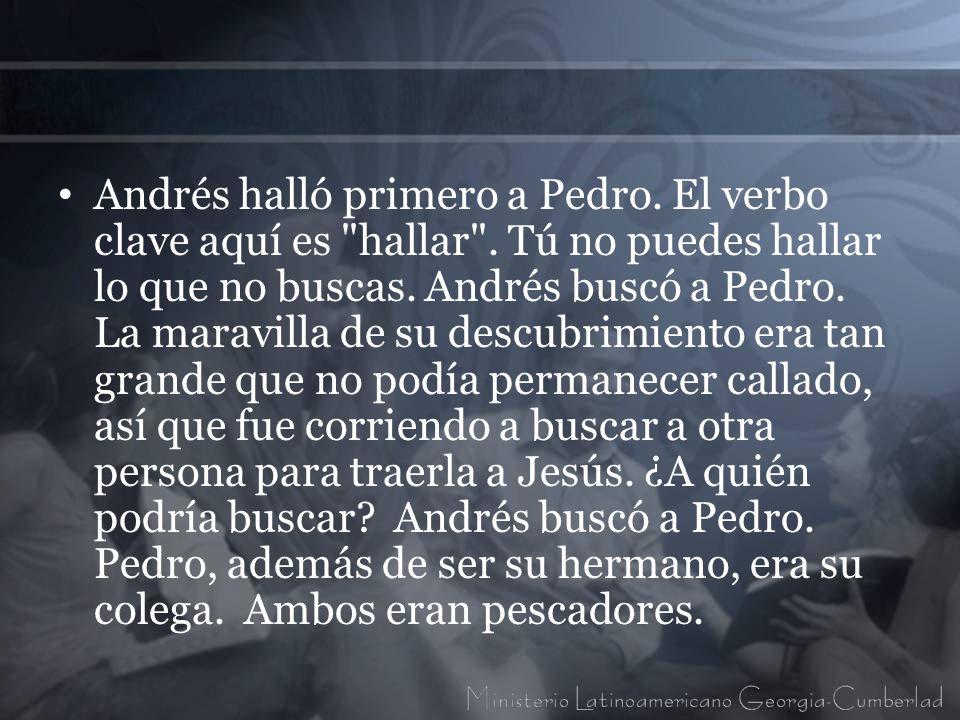 Andrés halló primero a Pedro. El verbo clave aquí es hallar