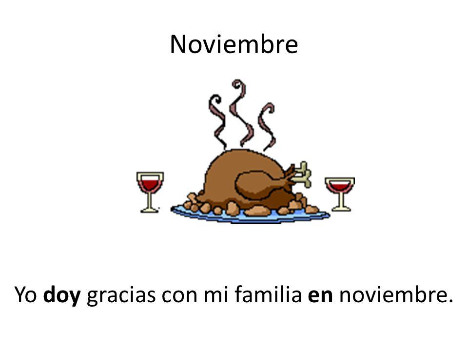 Yo doy gracias con mi familia en noviembre.