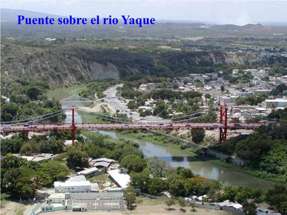 Puente sobre el rio Yaque