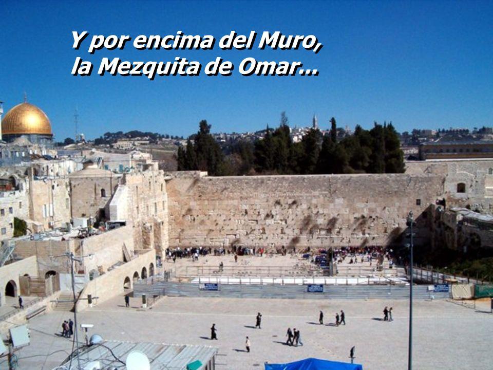 Y por encima del Muro, la Mezquita de Omar...