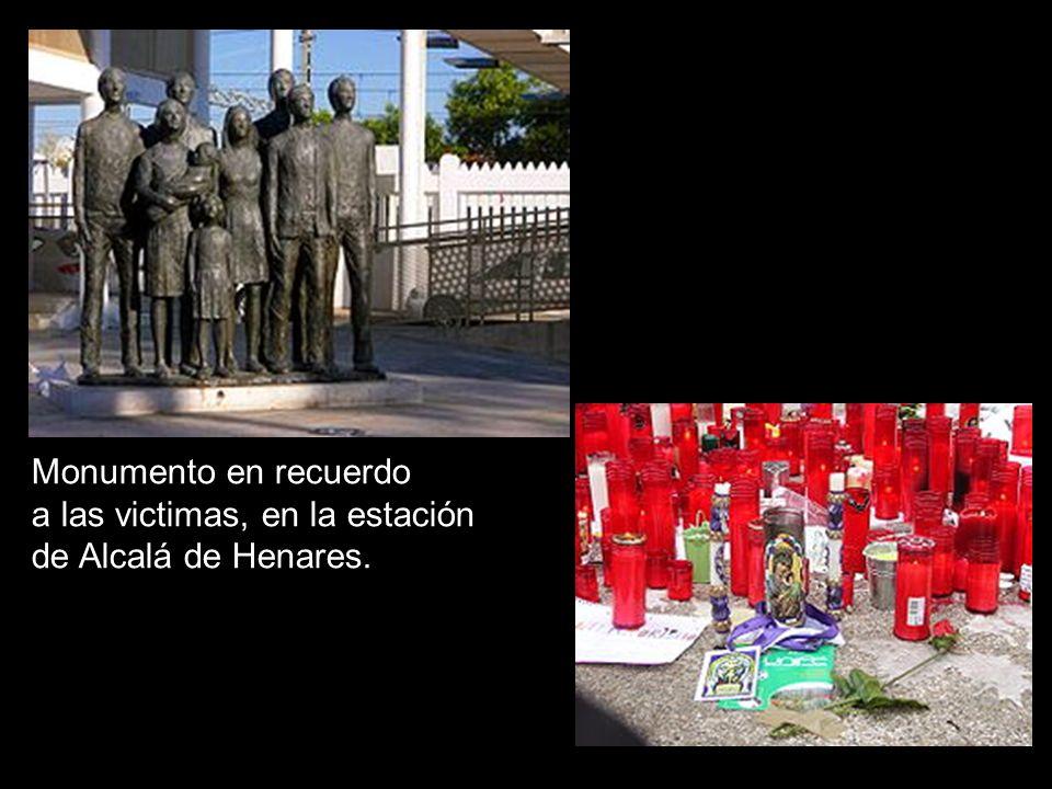 Monumento en recuerdo a las victimas, en la estación de Alcalá de Henares.
