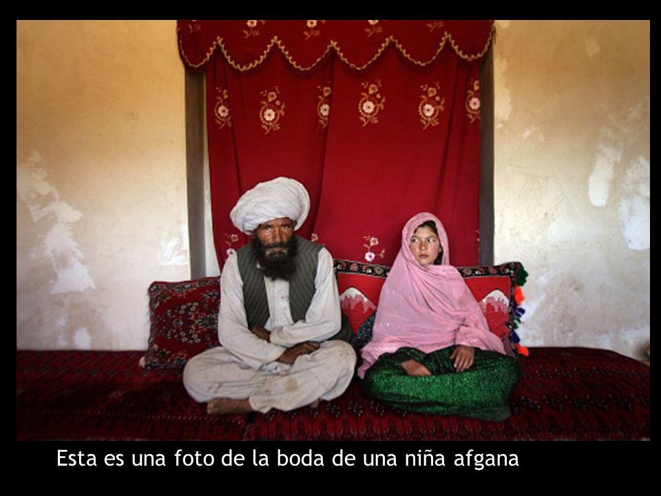 Esta es una foto de la boda de una niña afgana