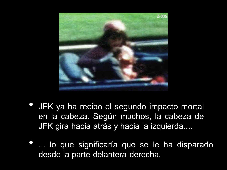JFK ya ha recibo el segundo impacto mortal en la cabeza