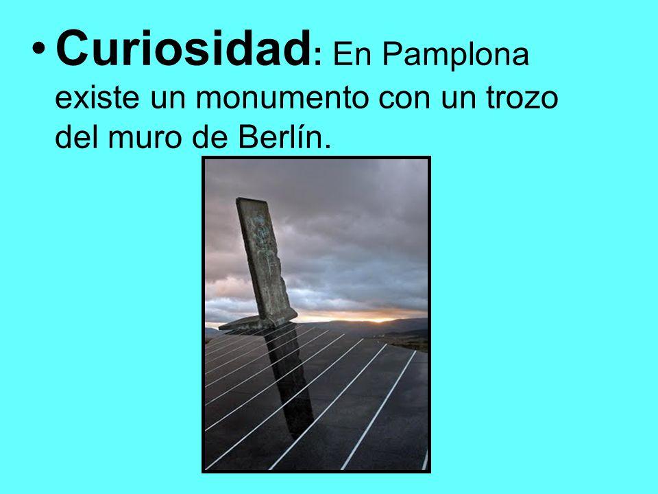 Curiosidad: En Pamplona existe un monumento con un trozo del muro de Berlín.
