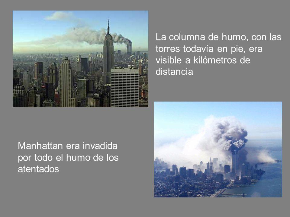 La columna de humo, con las torres todavía en pie, era visible a kilómetros de distancia