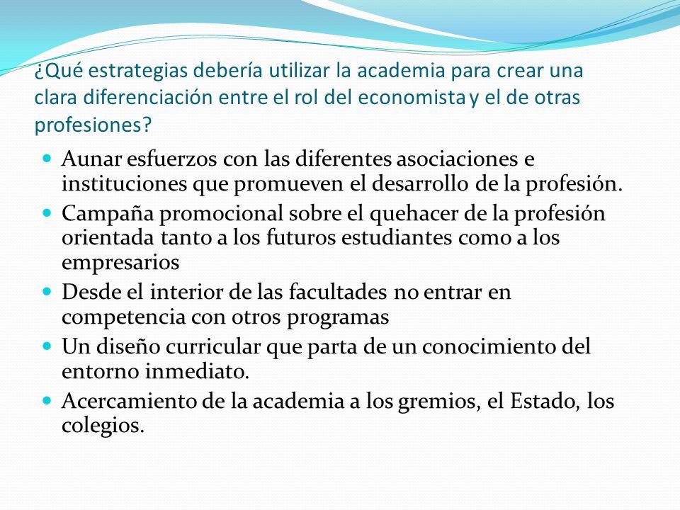 ¿Qué estrategias debería utilizar la academia para crear una clara diferenciación entre el rol del economista y el de otras profesiones
