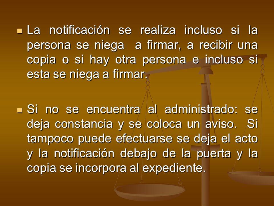 La notificación se realiza incluso si la persona se niega a firmar, a recibir una copia o si hay otra persona e incluso si esta se niega a firmar.