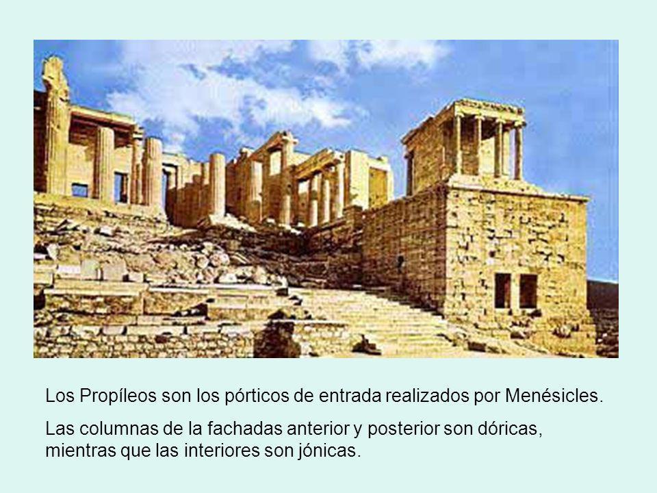 Los Propíleos son los pórticos de entrada realizados por Menésicles.