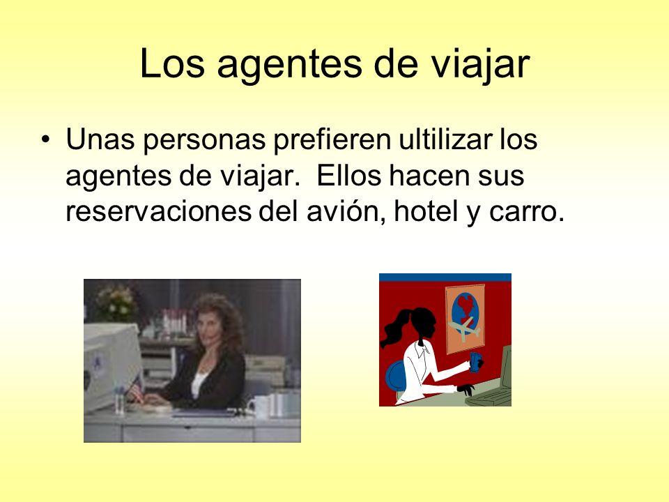 Los agentes de viajar Unas personas prefieren ultilizar los agentes de viajar.