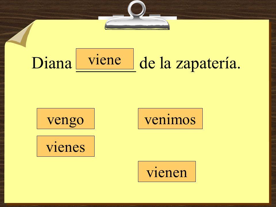 Diana _______ de la zapatería.