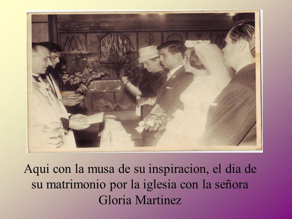 r Aqui con la musa de su inspiracion, el dia de su matrimonio por la iglesia con la señora Gloria Martinez.