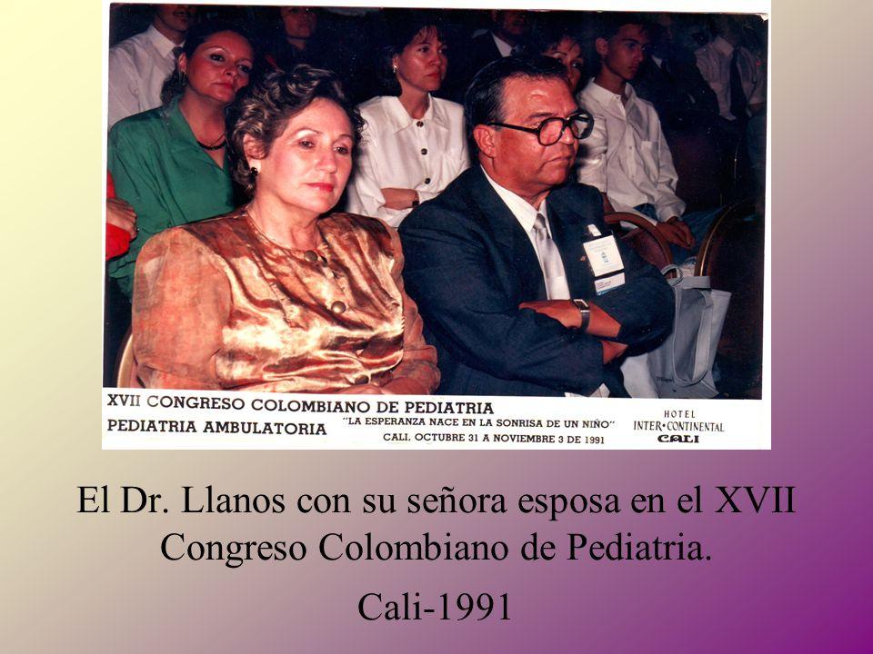 El Dr. Llanos con su señora esposa en el XVII Congreso Colombiano de Pediatria. Cali-1991