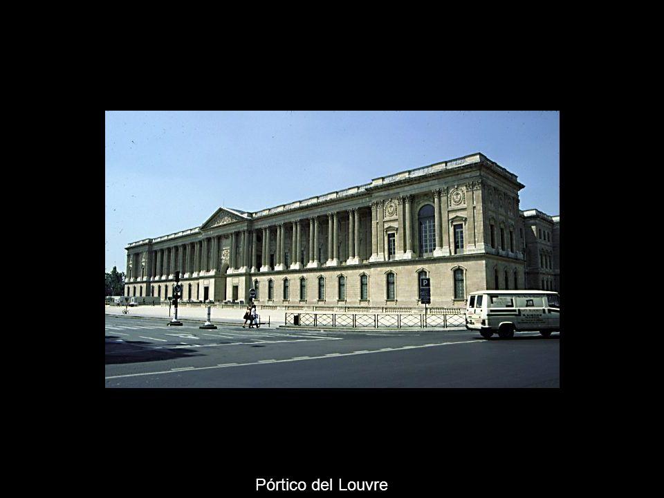 Pórtico del Louvre