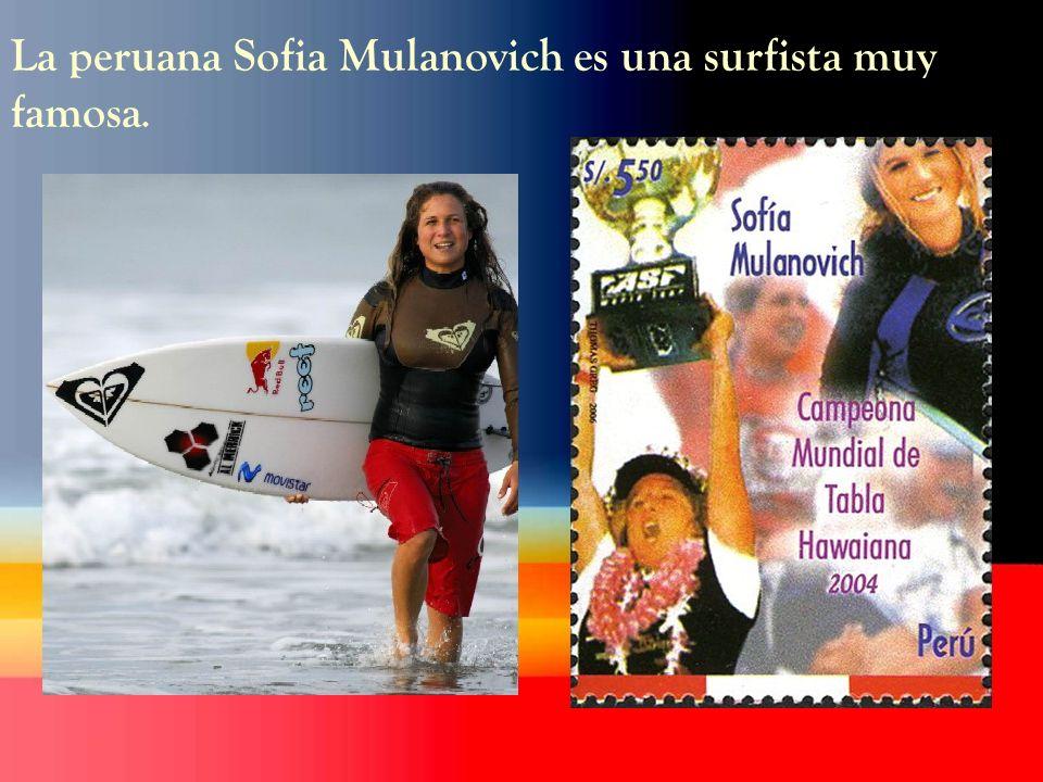 La peruana Sofia Mulanovich es una surfista muy famosa.