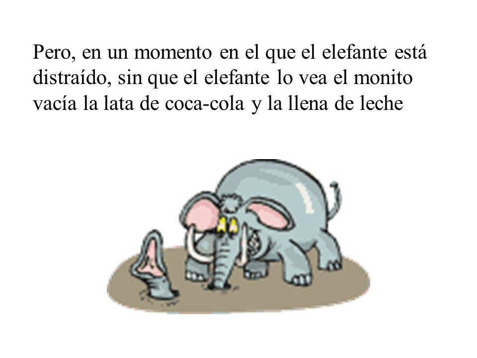 Pero, en un momento en el que el elefante está distraído, sin que el elefante lo vea el monito vacía la lata de coca-cola y la llena de leche