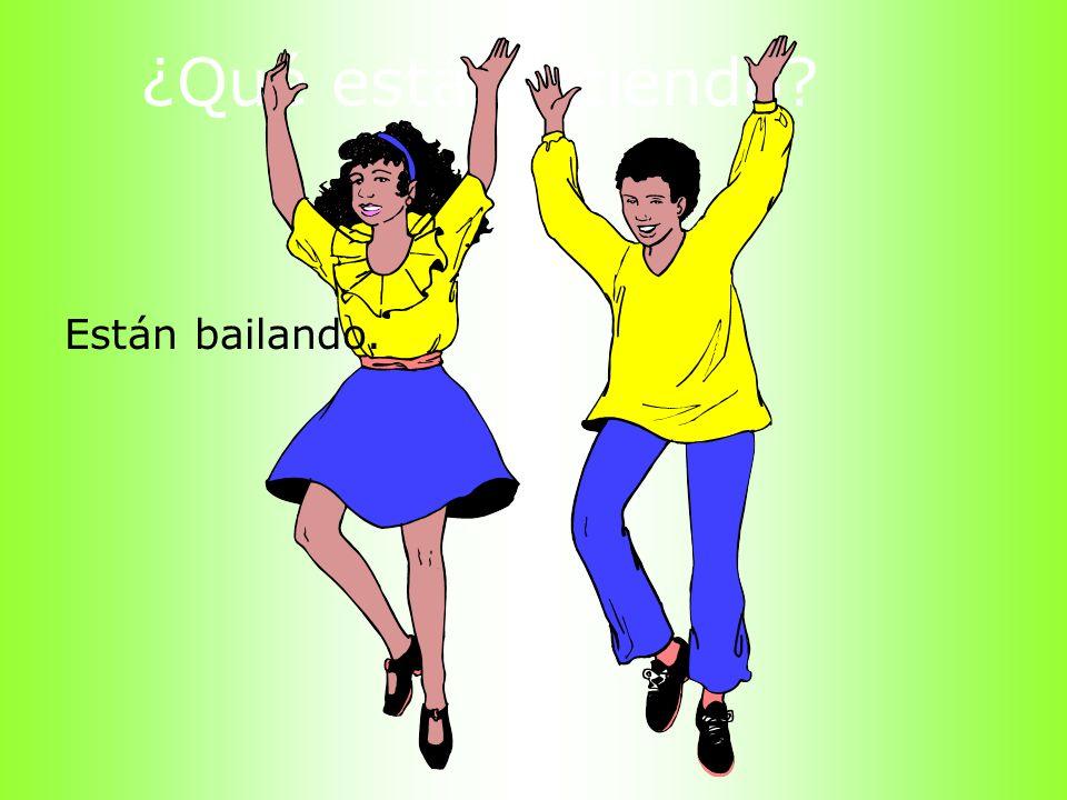 ¿Qué está haciendo Están bailando.