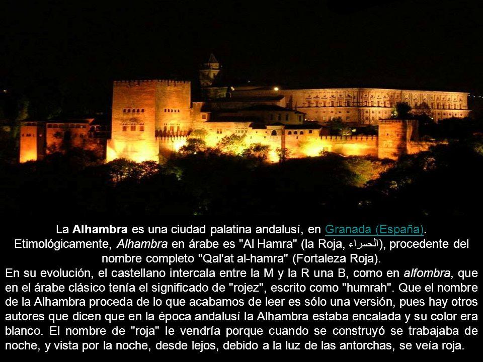 La Alhambra es una ciudad palatina andalusí, en Granada (España)