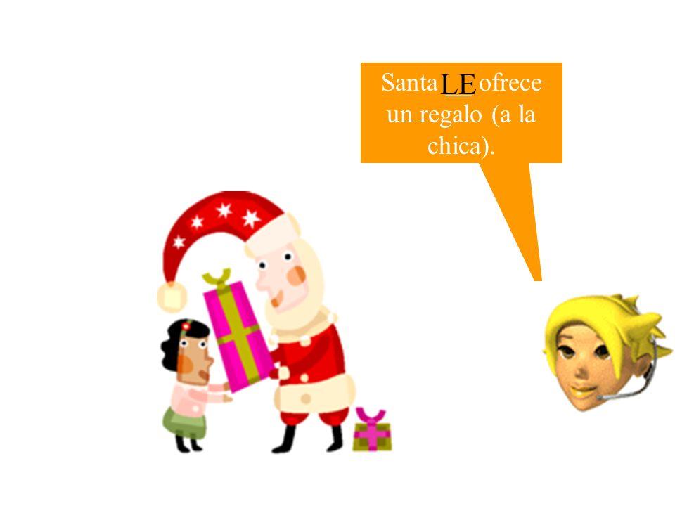 Santa __ ofrece un regalo (a la chica).