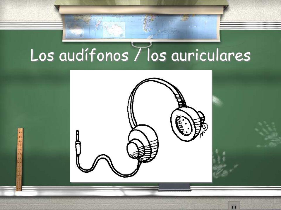 Los audífonos / los auriculares