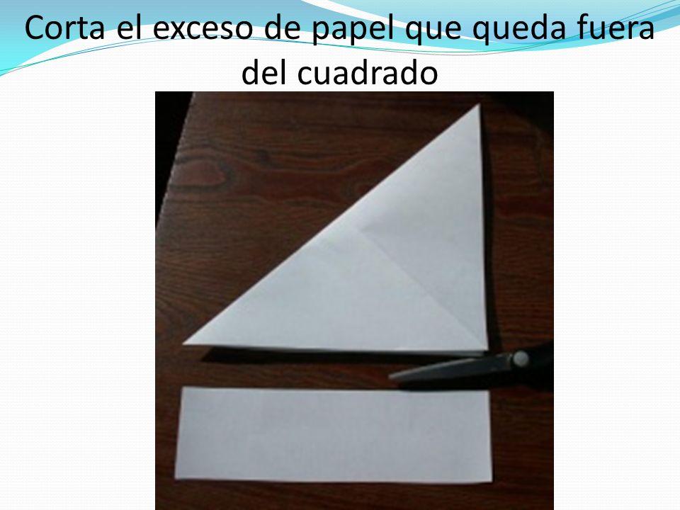 Corta el exceso de papel que queda fuera del cuadrado