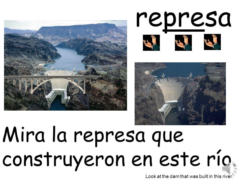 represa Mira la represa que construyeron en este río. .