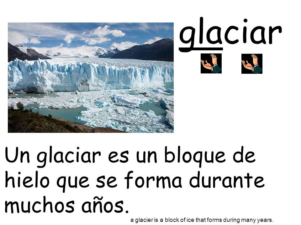 glaciarUn glaciar es un bloque de hielo que se forma durante muchos años.